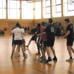 Einen tolle Sportstunde zum Abschluss des Langtags am 4. Februar erlebten alle Anwesenden in der Sporthalle: Eine Lehrerauswahl forderte einige Zehntklässler zu einem Basketballspiel heraus.