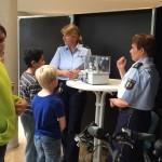 Die Polizei unterrichtet über die Wirkung unterschiedlicher Lichtquellen