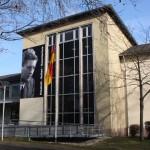 Ein Teil des Hauptgebäudes mit dem großen Portrait Elisabeth Selberts, das seit dem Schuljubiläum dort hängt. Foto: Martin Schlu 2012